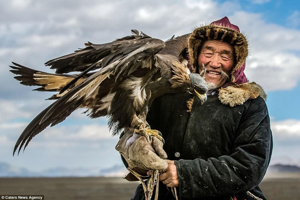 mongolian-eagle-hunter-Adventure-Sindbad-Vishwas-Raj