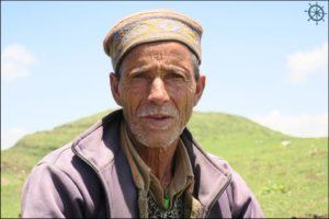 Shepherd-in-the-hills-falachan-Valley-Himachal-Adventure-Sindbad