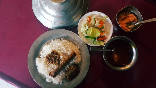 Wazwan Lunch - Rogangosh with Naan and some Sheek with gravy-Adventure-Sindbad