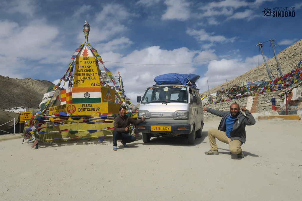 Crossing-Chang-la-in-a-MAruthi-Van-Adventure-Sidnbad-Recons-Vishwas-Raj